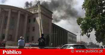 Extinto incêndio no Palácio da Justiça do Porto - PÚBLICO