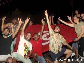 Tunisia nel caos, via il premier. Sospeso anche il Parlamento