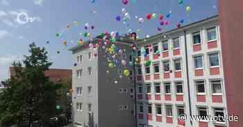 Luftballonaktion der Wirtschaftsschulen Weiden und Eschenbach - Oberpfalz TV