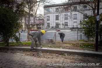 Quilmes: continúa la puesta en valor de la plaza Yrigoyen frente a la estación de trenes - Cuatro Medios