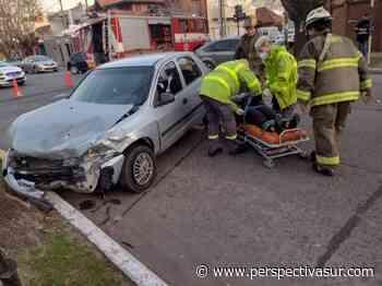 Fuerte choque frente al Cuartel de Bomberos de Quilmes dejó dos heridos - Perspectiva Sur