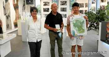 À Guimiliau la nouvelle carte touristique du Pays de Landivisiau est disponible - Le Télégramme