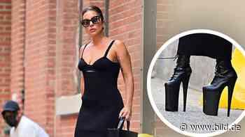 Lady Gaga völlig abgehoben: Popstar läuft in XXL-Stiefeln durch New York - BILD