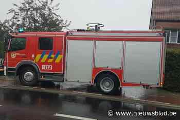 Brandweer ruimt oliespoor door centrum (Kaprijke) - Het Nieuwsblad