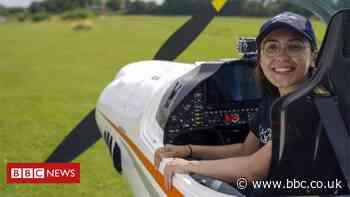 Teenage pilot in solo round-world record bid