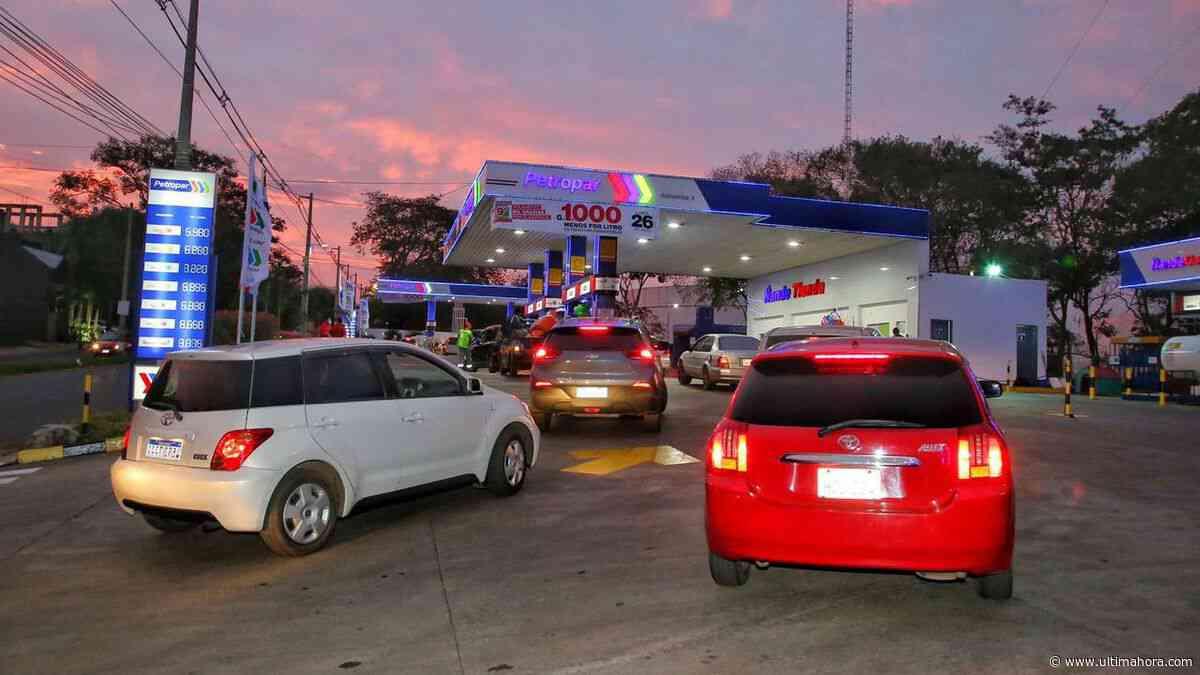Vehículos se agolpan por promoción en Petropar de Villa Elisa - ÚltimaHora.com