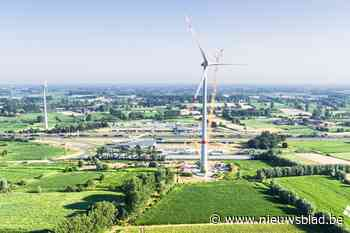 Windturbine naast E17 is klaar