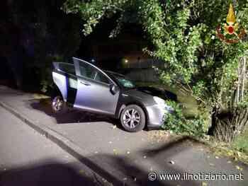 Paderno Dugnano, auto contro albero 39enne grave a Niguarda   FOTO - Il Notiziario