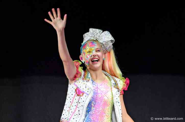 JoJo Siwa Breaks Out the Bows in New Trailer For 'The J Team:' Watch