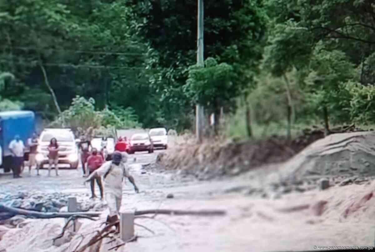 Varias comunidades de San Carlos están aún incomunicadas por colapso de vado en Manglarito - Panamá América