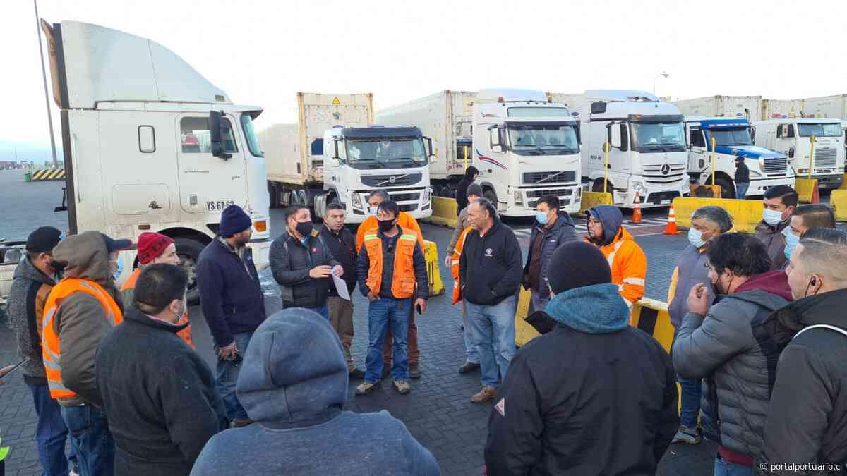 Transportistas ponen fin a bloqueo a instalaciones portuarias de San Antonio - PortalPortuario
