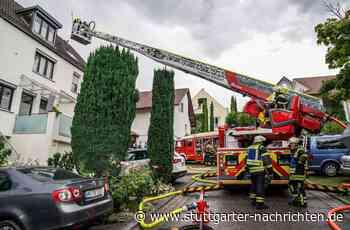 Feuerwehreinsatz in Weinstadt-Endersbach - Blitz setzt Dachstuhl in Brand - Stuttgarter Nachrichten