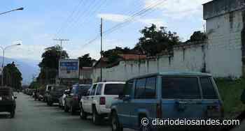 Mérida: Vehículos en cola por combustible esperan a más de 200 metros de las estaciones de servicio - Diario de Los Andes