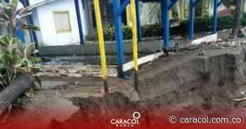 Fuerte oleada en el Pacífico se llevó algunas viviendas en la Bocana - Caracol Radio