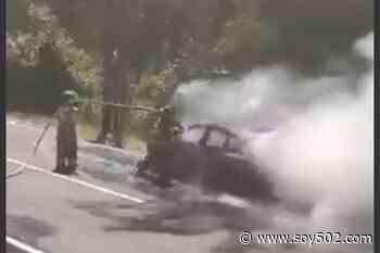 Vehículo se incendia en ruta al Pacífico (video) - Soy502