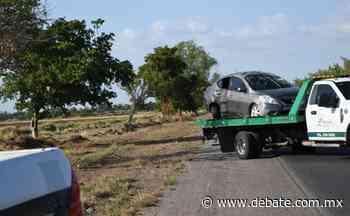Conductora termina lesionada en volcadura en el municipio de El Fuerte - Debate