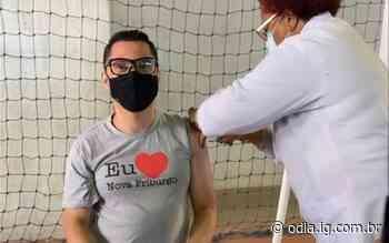 Prefeito de Nova Friburgo recebe a primeira dose da vacina contra a Covid-19 - O Dia