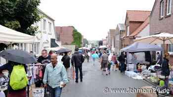 Heiligenhafen: Viele Besucher beim Flohmarkt in der Fischerstraße trotz Schietwetter - fehmarn24.de