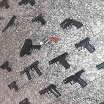 Waffenfund in Passau: Polizei stellt Waffenarsenal sicher - idowa