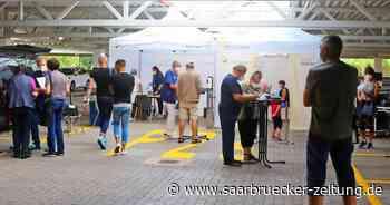 Mobiles Impfzentrum auf dem Parkdeck von Haco in Wadern ohne Termin - Saarbrücker Zeitung