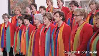 Neustart nach Corona: Frauen in Finsterwalde singen wieder – auch auf den Straßen der Stadt - Lausitzer Rundschau