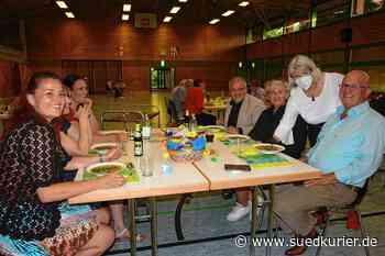 Radolfzell: Heimattage-Projekt Dinner in Bunt startet verhalten: 35 Gäste kommen in die Mehrzweckhalle - SÜDKURIER Online
