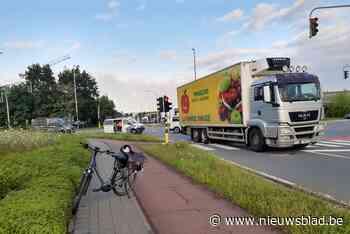 Fietsster aangereden door vrachtwagen