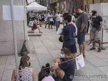 Vaccini, code davanti all'hub di piazza Novelli a Milano: «Mancano le dosi Pfizer» - Corriere Milano