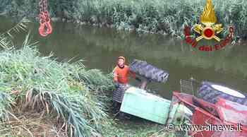 Caorle (VE): finisce col trattore in un canale: morto agricoltore - TGR Veneto - TGR – Rai