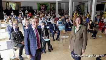 Mit Hartnäckigkeit und Charme viel erreicht: Gymnasium Miesbach verabschiedet Schulleiter Dlugosch - Merkur Online
