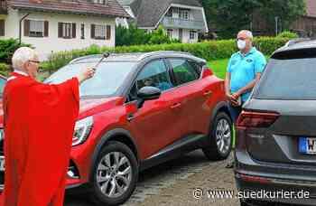 Bonndorf: Zehn Autos, ein Mofa und ein Fahrrad erhalten bei der ersten Fahrzeugweihe einen Segen - SÜDKURIER Online
