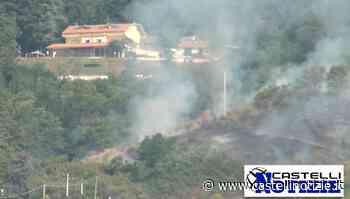 VELLETRI - Incendio su via dei Laghi, sul posto Vigili del Fuoco, Protezione civile e Polizia Locale - Castelli Notizie
