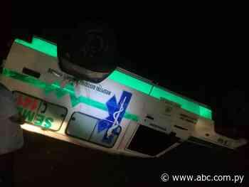 Ambulancia vuelca camino a Ayolas - Nacionales - ABC Color