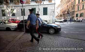 Esquilino, degrado sotto i portici: clochard ubriachi nel primo pomeriggio - Il Corriere della Città