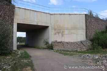 Fietstunnel op Hoeveweg afgesloten nadat schanskorven aan zijwand instorten <BR />