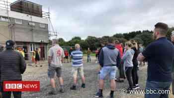 Volunteers help clean vandalised Redruth football club - BBC News