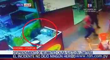 Neumático suelto causa gran susto en lomitería de Encarnación - Resumen de Noticias