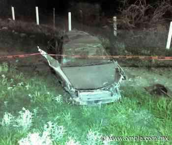 Muere paramédico en fatal volcadura en la carretera a Delicias; 5 heridos - Omnia