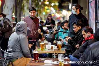 Premios por vacunarse contra el coronavirus: bares y restaurantes de Mendoza regalan vino y cerveza - LA NACION
