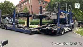 Eimsbüttel: Polizei muss Autotransporter aus Wohngebiet retten