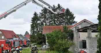 Flammen schlugen aus dem Dach: Feuerwehreinsatz in Petershagen - Mindener Tageblatt