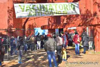 Centenares de personas quedaron sin vacunas en Villarrica - Nacionales - ABC Color