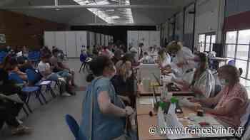 Covid-19 : des centres de vaccination saturés à La Rochelle - Franceinfo