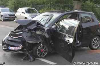 Bestuurster gewond afgevoerd na zware klap in Nijlen - Gazet van Antwerpen