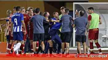 Novas imagens da confusão no FC Porto-Roma: dragões apontaram dedo ao adjunto de Mourinho - Record