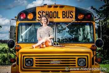 "Christel (42) ruilt huis voor oude Amerikaanse schoolbus: ""Ik voel me vrij en mis niks van een woning"""