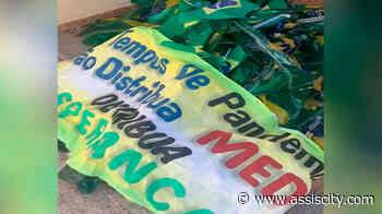 Bandeiras do Brasil são retiradas da rotatória São Francisco de Assis, local passará por manutenção - Assiscity