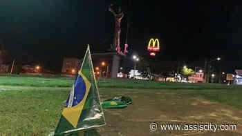 Bandeiras do Brasil são instaladas na Rotatória São Francisco em Assis - Assiscity - Notícias de Assis SP e região hoje