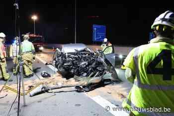 Bestuurder kritiek na zwaar ongeval op E19: auto met hoge snelheid tegen vrachtwagen