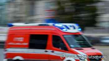 Feuerwehr rettet Menschen vom Dach eines brennenden Hauses - Süddeutsche Zeitung